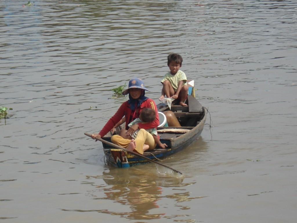 O Meu Passaporte photo of family on a kayak