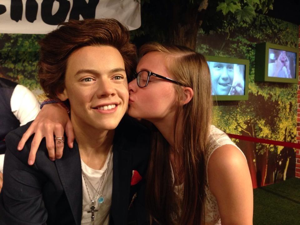 Selfie with Harry Styles by Ellen - Scoopshot